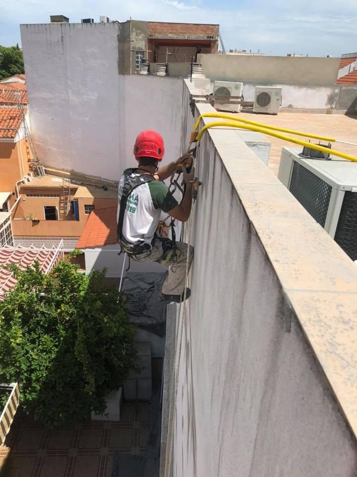 Impermeabilización de cubierta y trabajos verticales